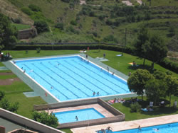 Vista general de una piscina municipal